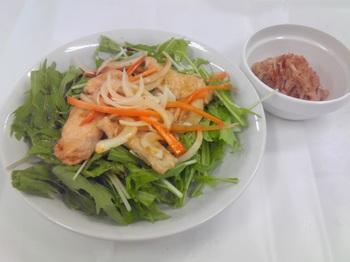 20150624-会社で料理-鶏の南蛮漬けを使った水菜のサラダ-02-出来上がり.jpeg