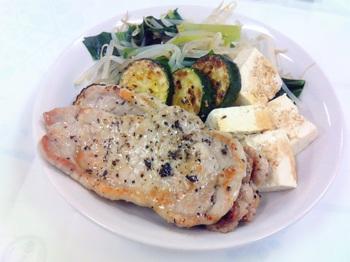 20150706-会社で料理-ポークソテー3枚と大盛野菜-05-出来上がり.jpeg