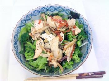 20150731-会社で料理-残りの食材で大盛サラダ-06-出来上がり.jpeg