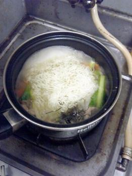20151102-会社で料理-久しぶりにタイ風の汁ビーフン-03-麺.jpeg